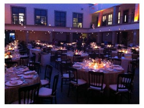 Montaje con centro de mesa iluminado