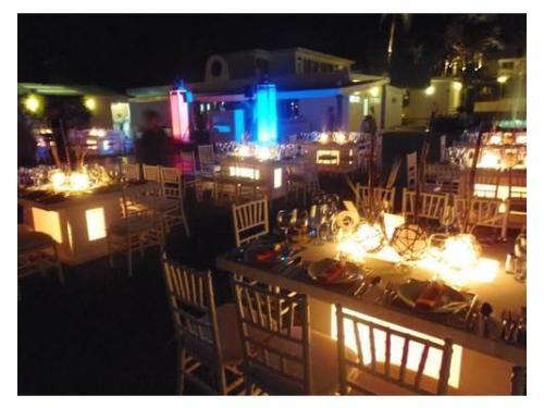Mesas iluminadas, tu puedes escoger el color de la iluminacion de tu evento