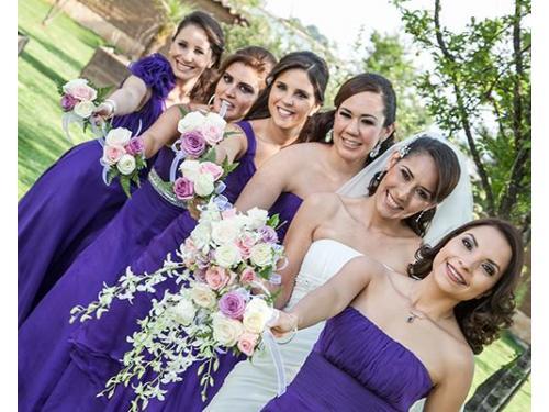 Novia con sus damas