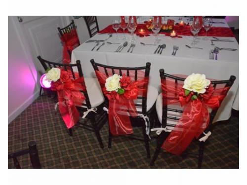 Detalles florales en sillas