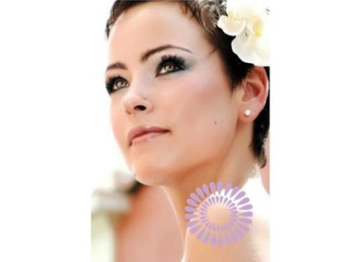 Maquillaje natural en tonos azules