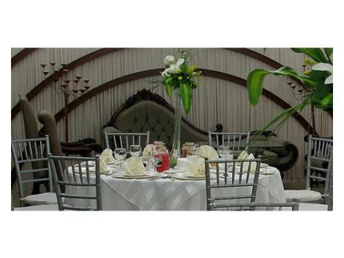 Mesas redondas con centros de mesa