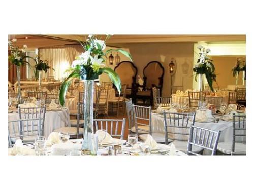 Mesas con centros de mesa hermosos