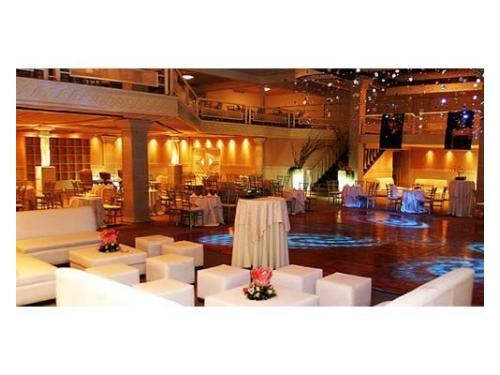 Amplios espacios con salas lounge