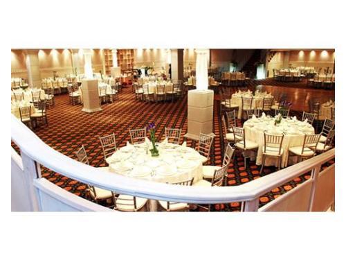 Mesas redondas blancas