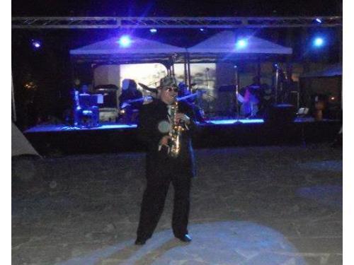Saxofonista en tu cena