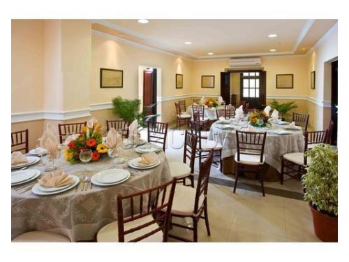 Organización de mesas en los interiores