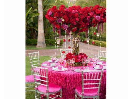 Montaje tiffany con mantelería rosa