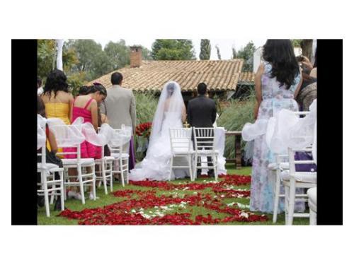 Novios en ceremonia