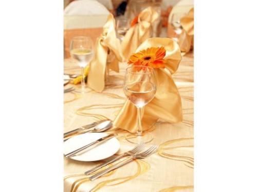 Vajilla y decoración de la boda