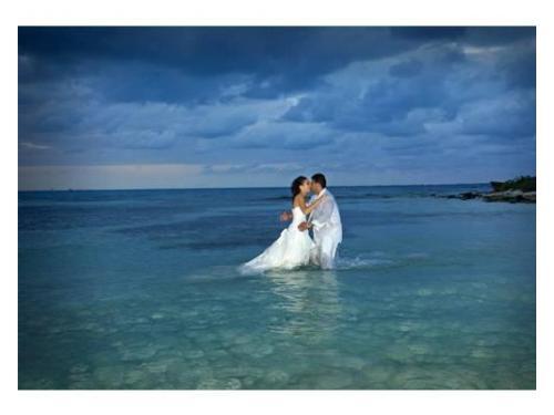 Disfrutando de los claros y azules mares