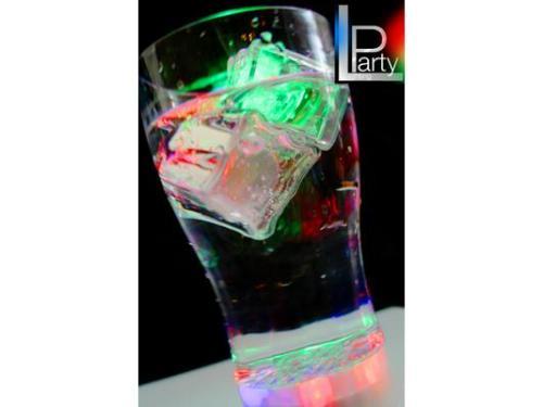 Vasos y hielos iluminados