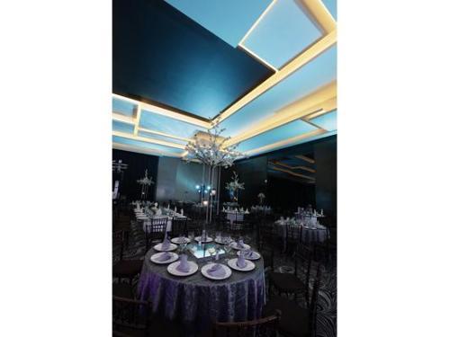 Gran salón iluminado