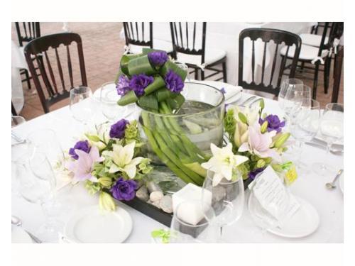 Cristal con lilies y lisianthus