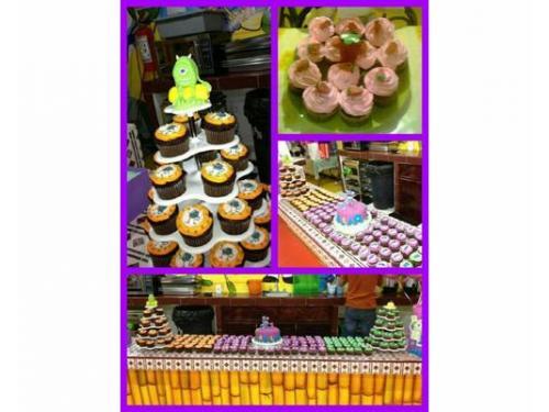 La mejor mesa de dulces con sweety cupcakes
