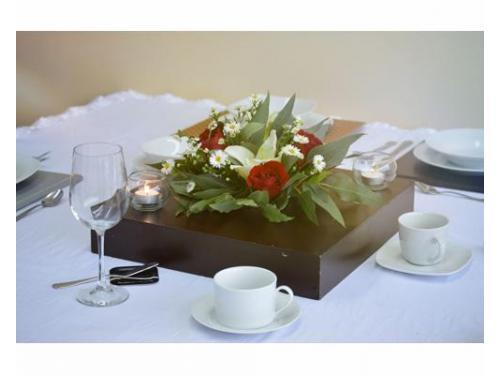 Centro de mesa floral con velas