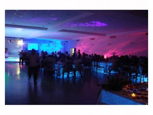 Iluminación en montaje de boda