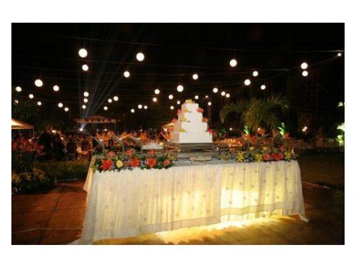 Mesa de pastel iluminada