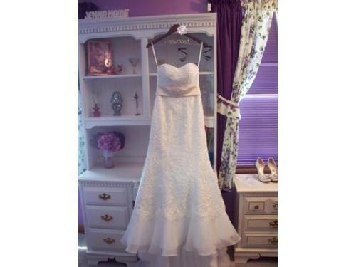 Vestido de novia colgando amor