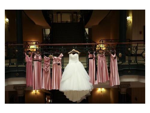 Vestido de novia y damas hanging love