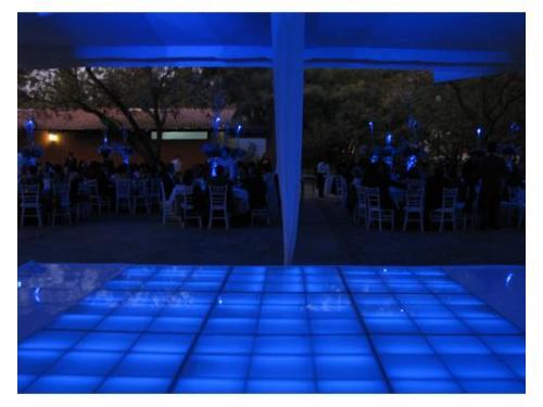 Pista de baile iluminada azul