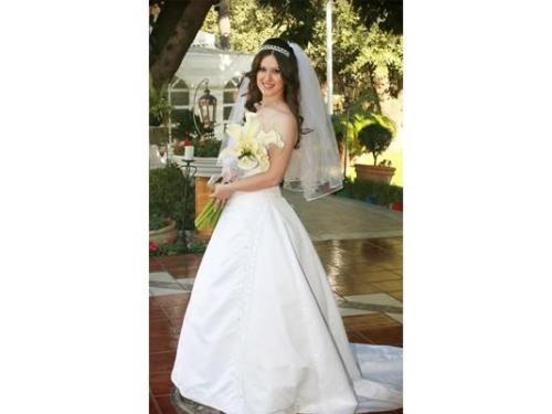 Muy bella la novia en el jardín de el capitolio