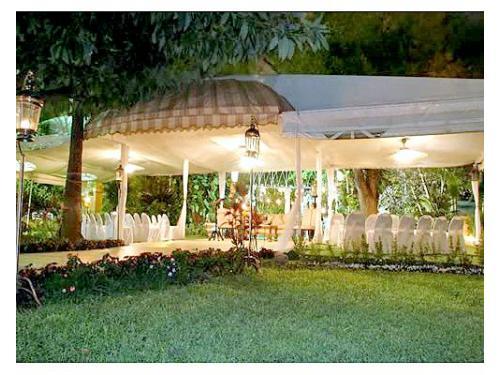 Cuentan con el mobiliario que necesites para una boda en el jardín
