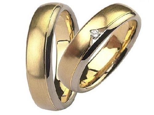 Argollas de oro con pequeños diamantes