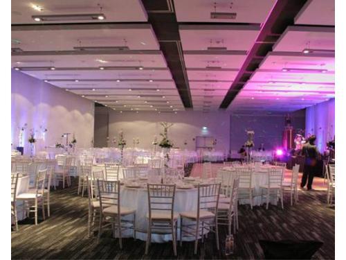 Salón con gran capacidad para tus invitados en día de tu boda