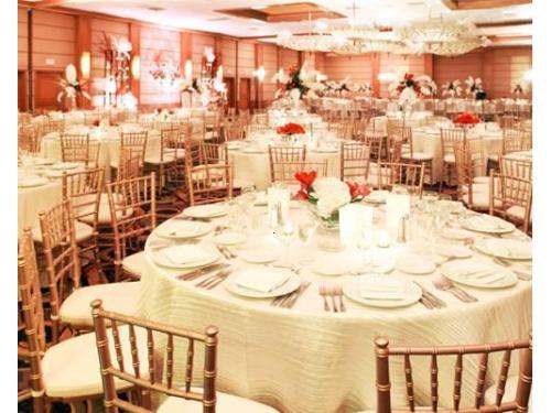 Montaje de mesas, sillas tiffany