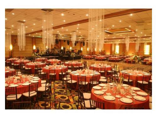 Colores en armonía de las mesas y el salón