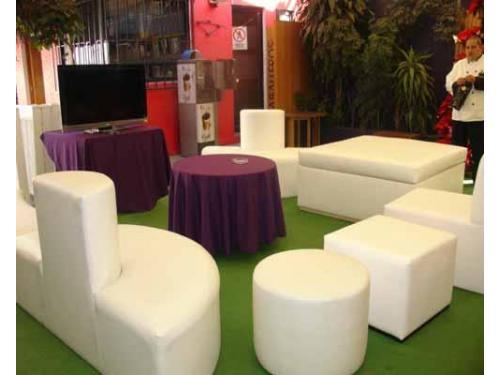 Mesas en el centro de la sala