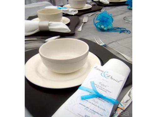 Montaje con organza color plata y detalles azules