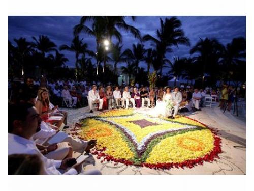 Ceremonia y alfombra de pétalos