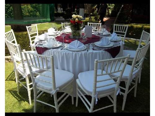 Mesas en jardines
