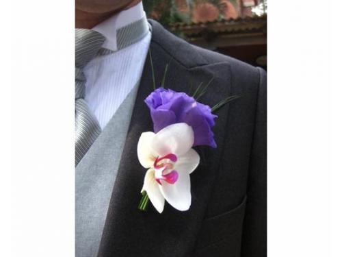 Boutonier con orquídea