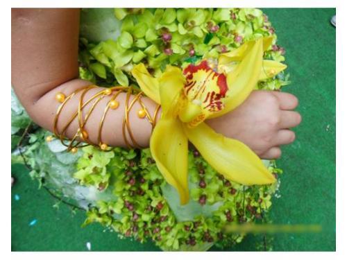 Corsage con orquídea amarilla
