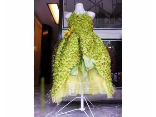 Original vestido con flores