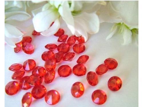 Confeti de diamantes rojos
