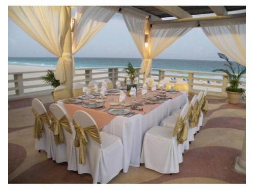 Montaje para tu banquete con vista al mar
