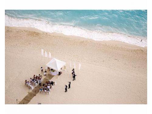 Vista aérea del montaje en la playa
