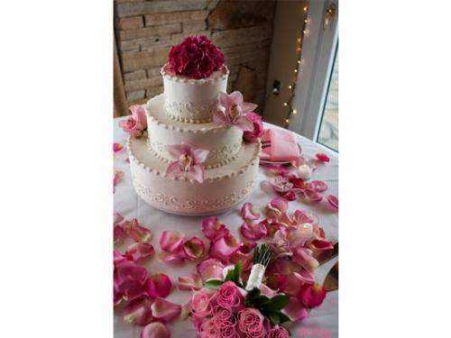 Mesa para pastel con hermosa decoración