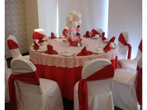 Montaje en rojo con blanco