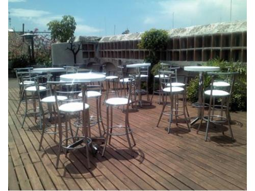 Mesas y sillas periqueras