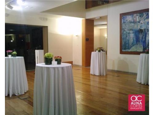 Mesas altas para un ambiente lounge