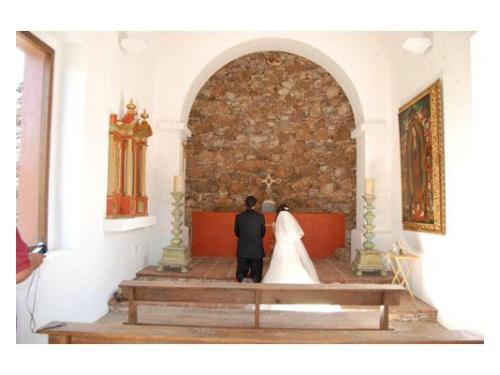 Novios en capilla
