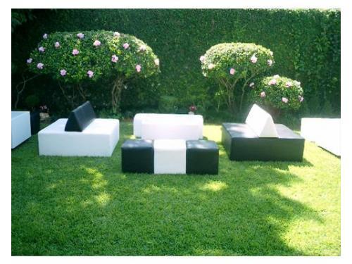 Sillones lounge en jardín