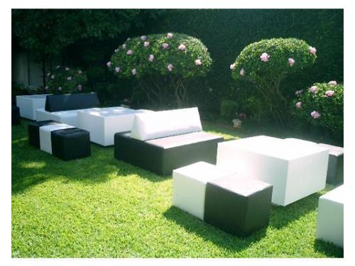 Montaje lounge con sillones y mesas