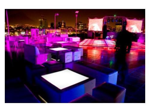 Zona lounge junto a la pista de baile