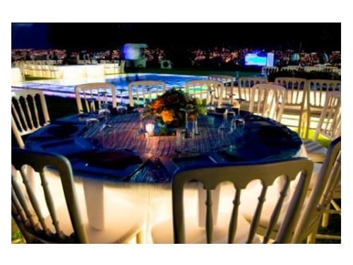Montaje de mesa con iluminación interior